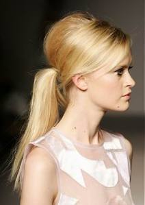 straight-bouffant-ponytail